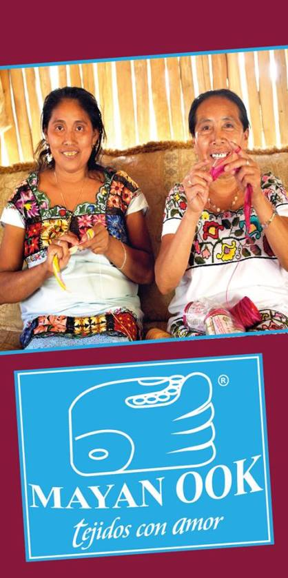 Las artesanas de tejiendo en Mayan Ook